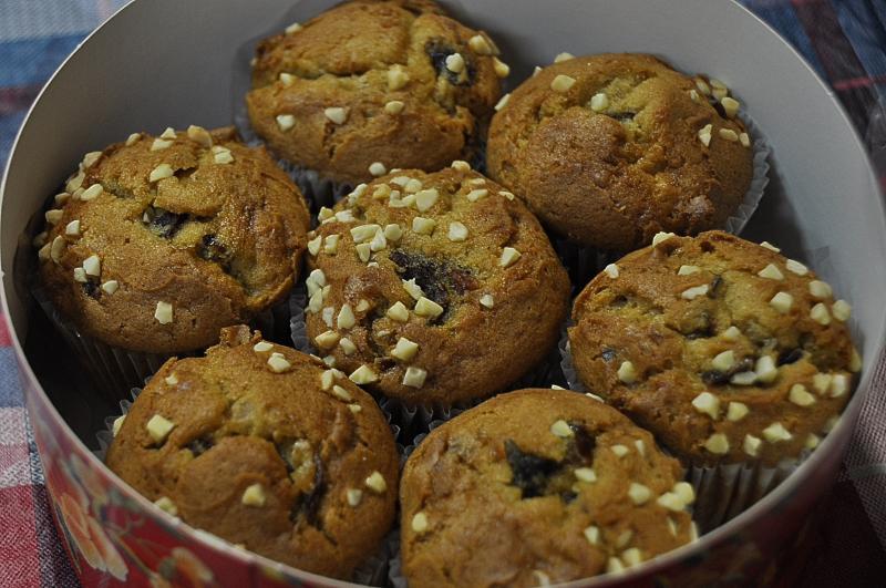 有健康養生概念的蛋糕 於蛋糕中使用台南東山出產的桂圓肉,再拌入精選黑糖與核桃,最後灑上杏仁角,